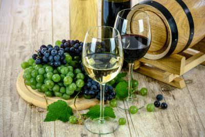 赤ワインと黒ブドウ、白ワインと白ブドウ