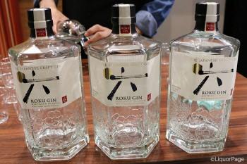 「六」と描かれた純和風なボトルデザインのロク