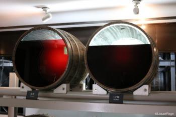4年熟成と12年熟成の原酒の樽の中での様子