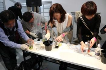 サウザのセミナーにて参加者が実際にカクテル作りを体験