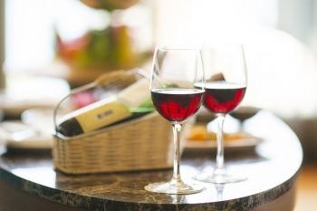 ピノ・ノワールのワインは色が淡く、華やか