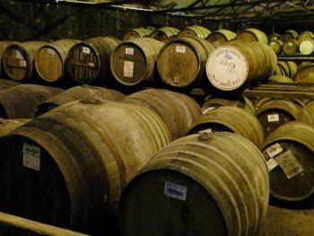 ウイスキーは樽で熟成させた原酒をブレンドして完成する