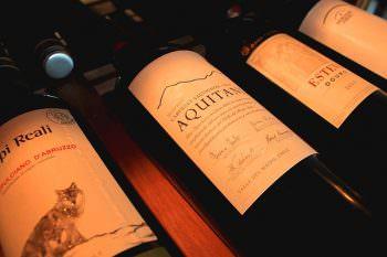 暗所に保管されたワイン