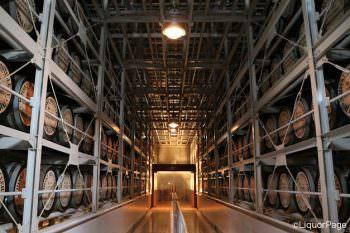 白州蒸留所の熟成庫