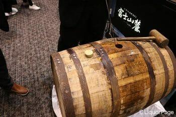 キリンのブースでは富士山麓のグレーン原酒が樽のまま提供されていた