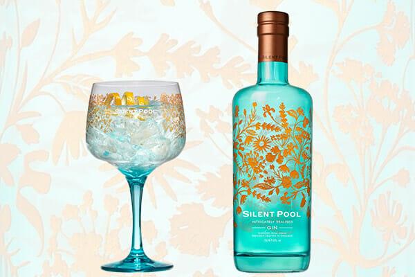 サイレントプールのボトルとオリジナルグラス