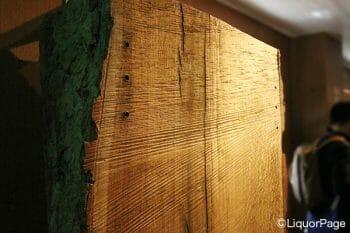 樽に使用する木材は原木から仕入れている。