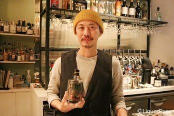 三浦武明氏。手に持っているのはフィンランドのテヌジン。