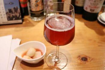 ビールに少量ジンを垂らせばドッグズノーズとなる。