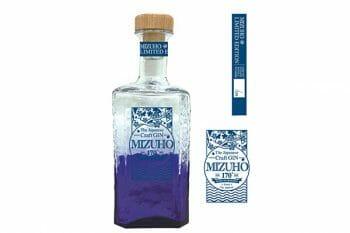 青いボトルがFresh。©︎瑞穂酒造株式会社