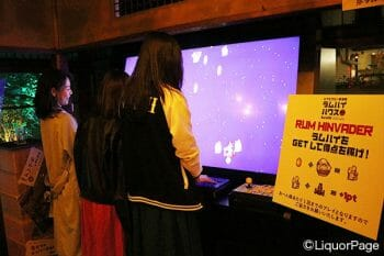 インベーダーゲームは操作が簡単でみんなで楽しめる。