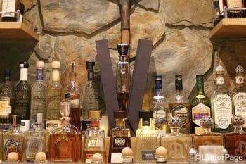 高級テキーラが並んだボトル棚
