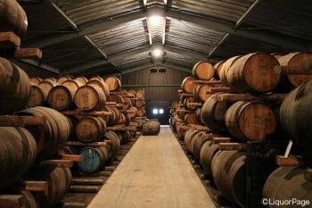 ウイスキーの樽熟成の様子