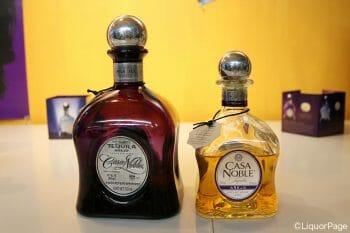カサノブレのボトル。左は旧デザイン。