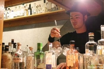 お店に立つのはGlobal GIN galleryも運営する高山さん。