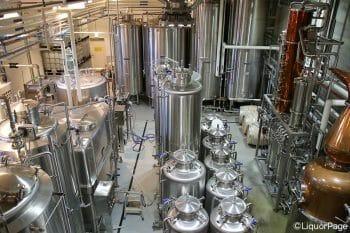 増産については、ボタニカルの確保の問題もあるが、造りわけした原酒の保管スペースも限られるため、限界はある。