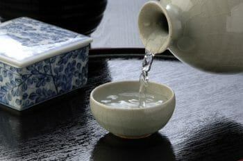 日本酒の徳利とおちょこ
