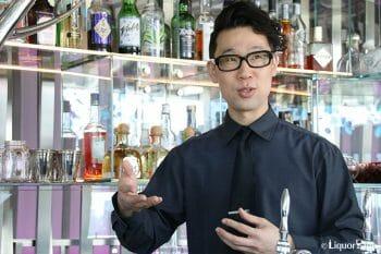 カクテルについて語る中村さん