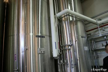 こちらは冷水と温水を保管するタンク。