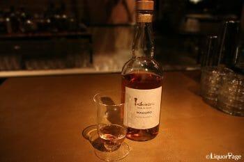 洗練されたマデュロの雰囲気とライブミュージックがウイスキーの満足感を高めてくれる