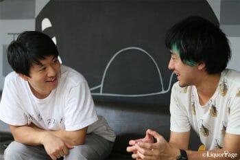 篠原祐太さん(右)と関根賢人さん(左)