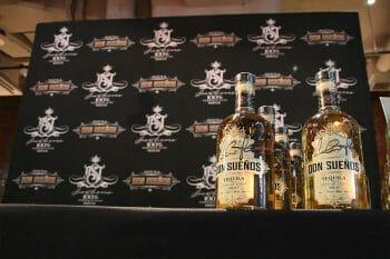 ドンスエノスのボトル、特別にチャーリーさんのサインが記されている