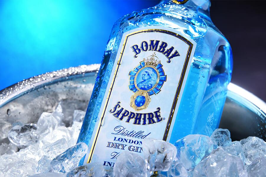 ブルーが輝くボンベイ・サファイアのボトル