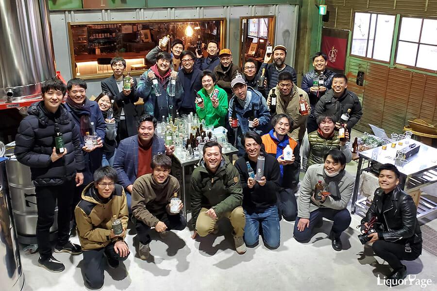 今回集まったのはジンの造り手を中心に、バーテンダーや瓶の製造者など25名