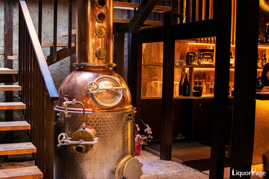 京都蒸溜所のものと同じCarl社の蒸溜器、昔使われていたものを展示するために買い取ったのだとか、季の美に使われている2基の蒸溜器のうちの片方のモデルにそっくり