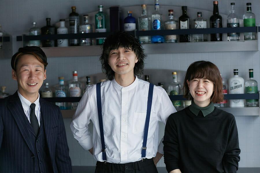 左:ディレクター武田光太、中央:店長宮武祥平、右:武田光太の妻 留以