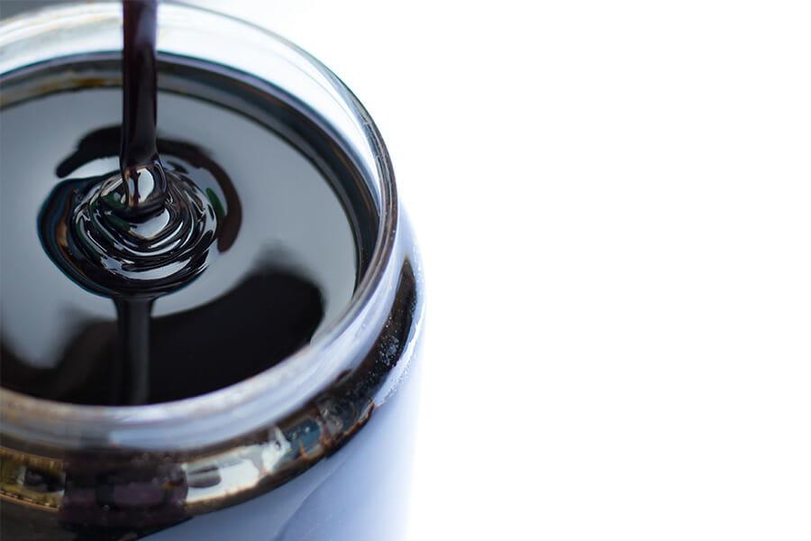 サトウキビから製糖する際の副産物である糖蜜