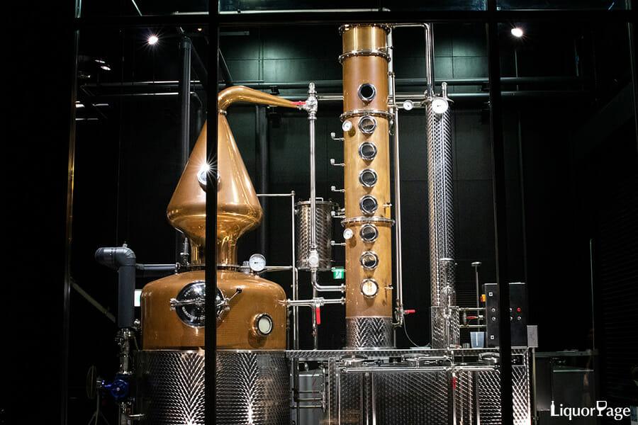ボタニカルの蒸溜にはポットスチルを用いる