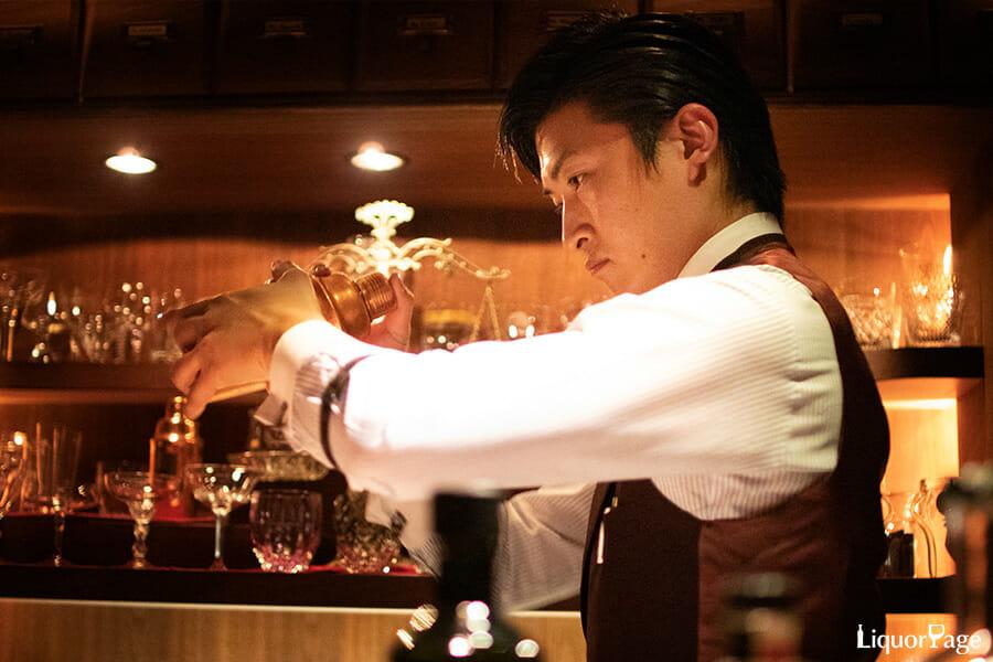 BAR JUNIPER(大阪・北新地)の店長・瀬川亮さん