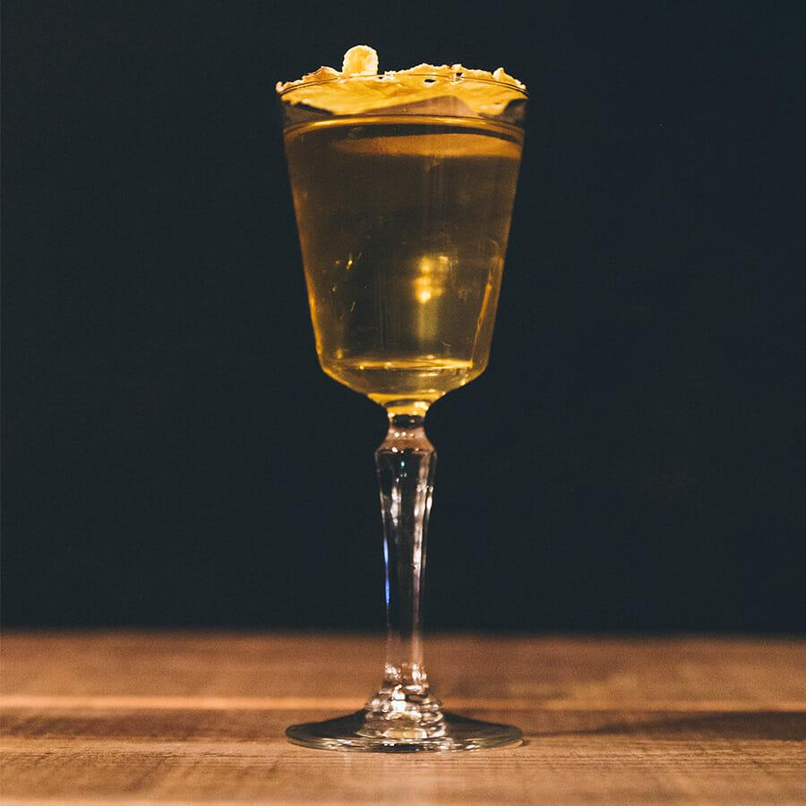 シグネチャーカクテル「SHINGETSU」レシピ:ライシラ、ミルク、ほうじ茶、パイナップル、はちみつ